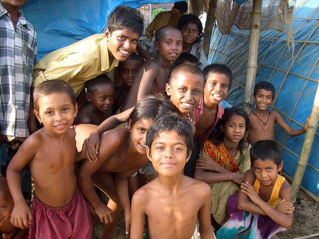 life at slums of dhaka